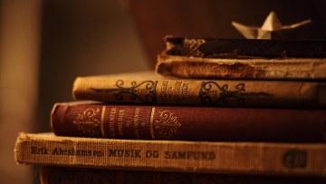 4423-old-books