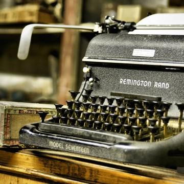 typewriter-hemingway