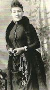 Victorian photo of a woman wearing a chatelaine